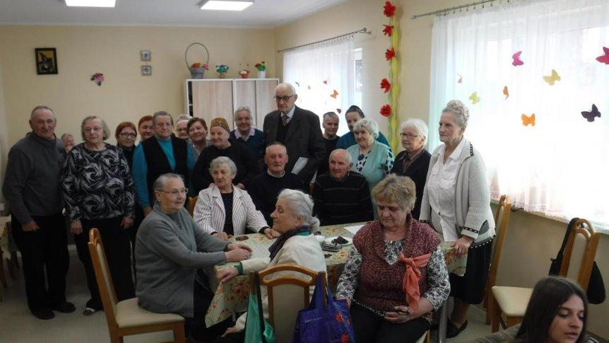 Spotkanie seniorów z lekarzami.
