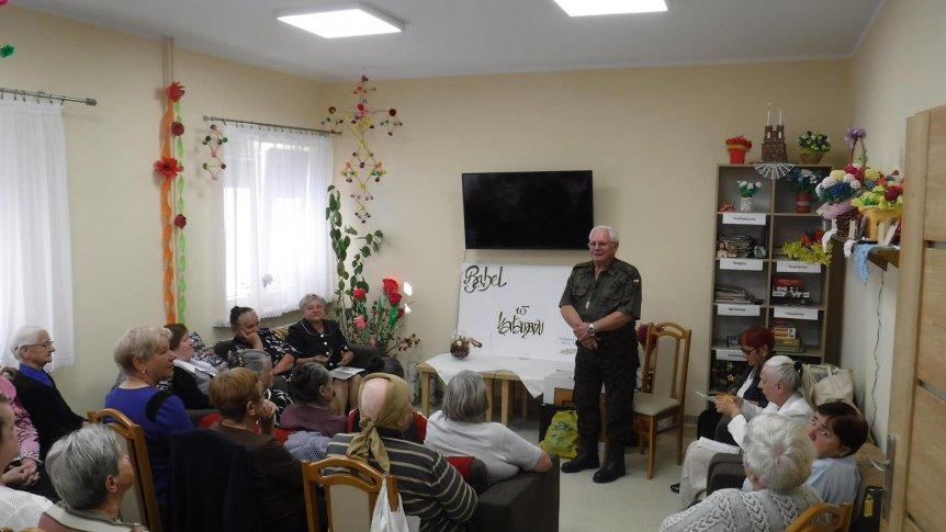 Spotkanie seniorów z pisarzem Andrzejem Rolą Stężyckim