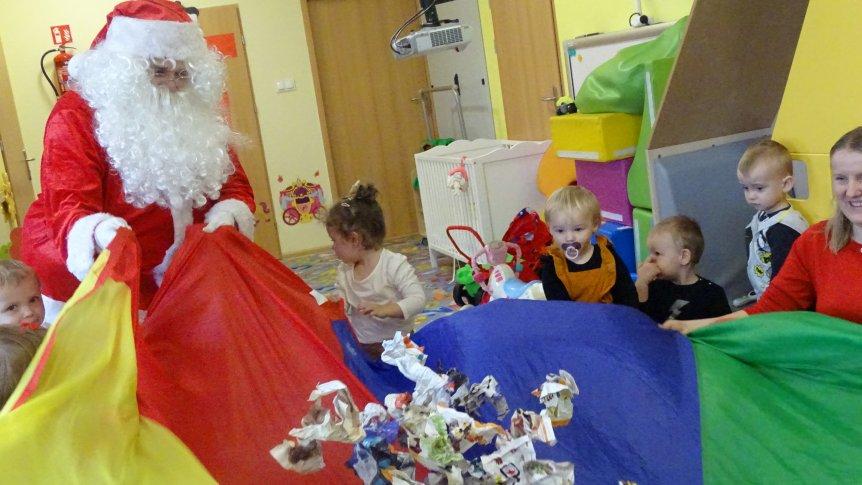 Święty Mikołaj odwiedził dzieci w Klubie Malucha